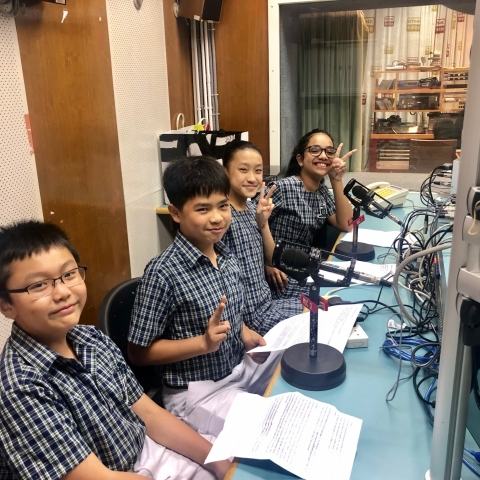 The S.1 students are ready for the recording!